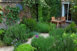 city walled garden deisgner